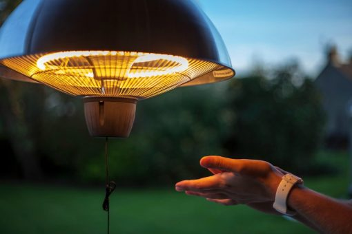 Halogen-Patio-Heater-Hands-koromios-gas